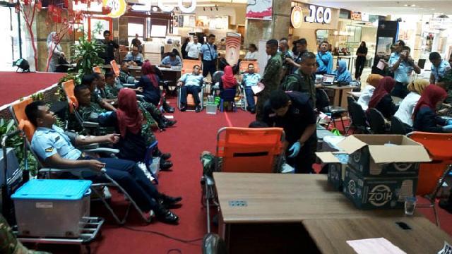 Peringati HPN, Donor Darah PWI Riau Diikuti Puluhan Prajurit TNI