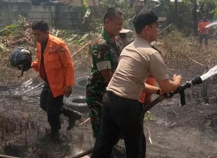 Lahan Kosong di Permukiman Padat  Dibakar, Warga Panik