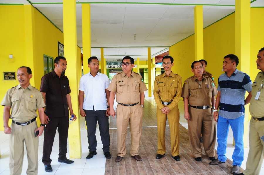 Sekda Kabupaten Meranti Tinjau UNBK Hari Pertama di Tebing Tinggi