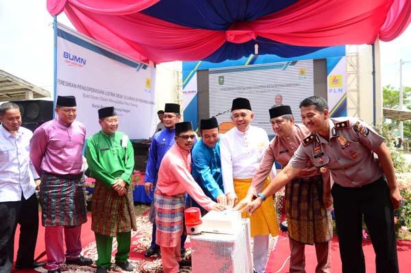 Gubri Arsyadjuliandi Rachman resmikan Listrik Masuk Desa Kuala Gasib Kecamatan Koto Gasib Kabupeten