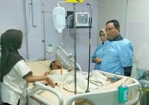 HM Wardan Jenguk Anggota Kwarcab 04-02 Inhil yang Terbaring di Rumah Sakit