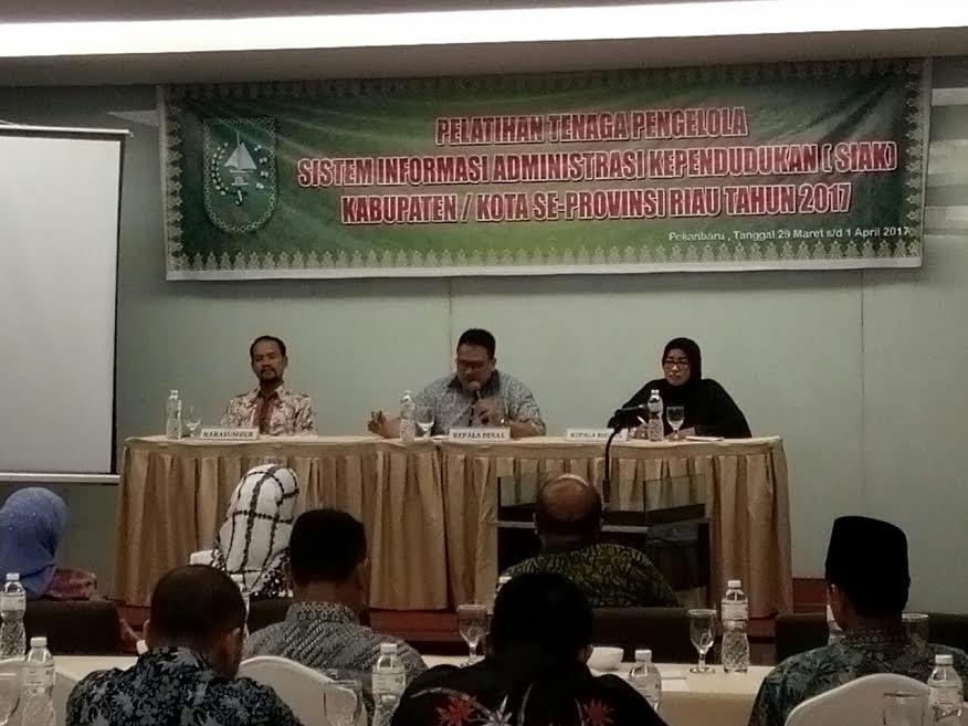 Lakukan Penyesuaian, Tenaga ADB Disdukcapil PPKB Riau Dilatih IT Kependudukan Terbaru