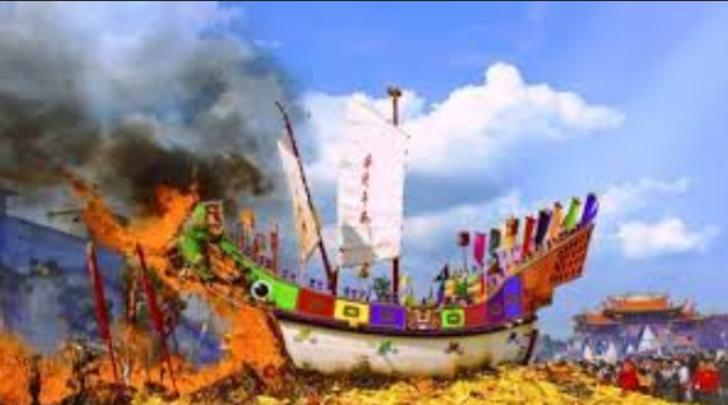 Wisatawan Mancanegara dan Lokal Hadiri Festival Ritual Bakar Tongkang di Bagan Siapiapi