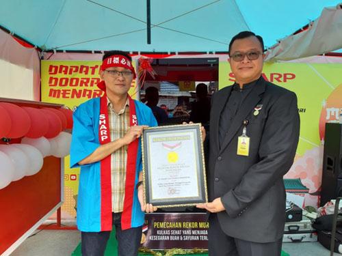 Lemari Es Grand Vetro dan Mesin Cuci SHARP Indonesia Pecahkan Rekor MURI