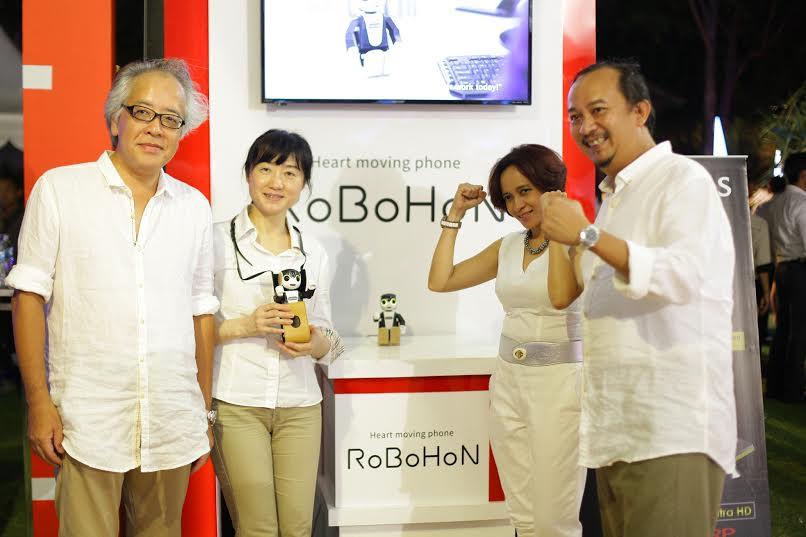 SHARP Pamerkan Ponsel Robot Canggih RoBoHoN ke Indonesia