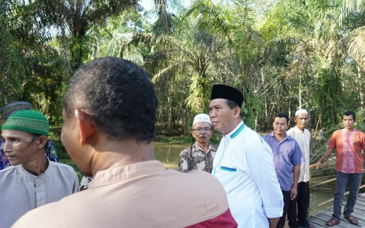 Rencana Besar Firdaus untuk Sawit dan Karet Di Riau