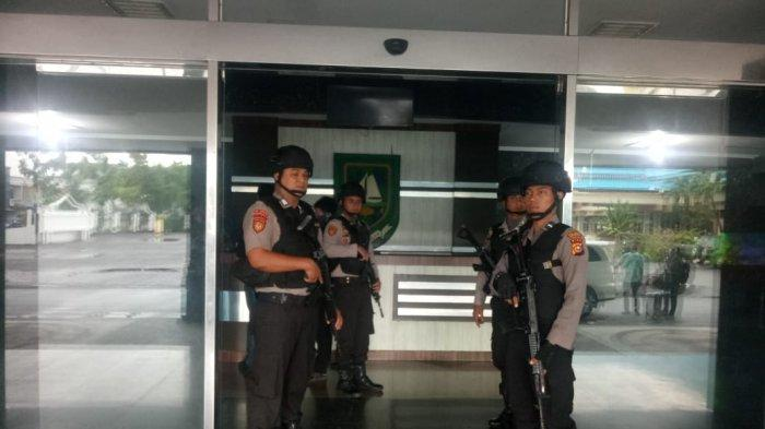 BREAKING NEWS: KPK Geledah Kantor Bupati Bengkalis Riau