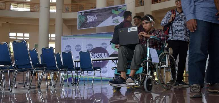 Mahasiswa PCR Riau Kembangkan Kursi Roda Berkendali Pikiran