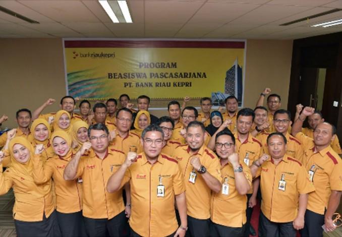 Bank Riau Kepri Berikan Beasiswa S2 kepada Sembilan Pegawainya