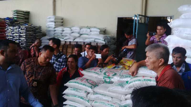 Satgas Pangan Riau Bongkar 8 Gudang Penimbunan Kepoknas di Pekanbaru