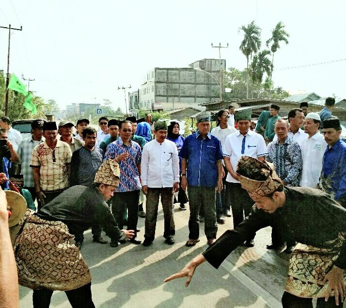 Firdaus Silaturahmi Bersama Masyarakat Inhil dan Resmikan Posko Tim Relawan Laskar Pelangi