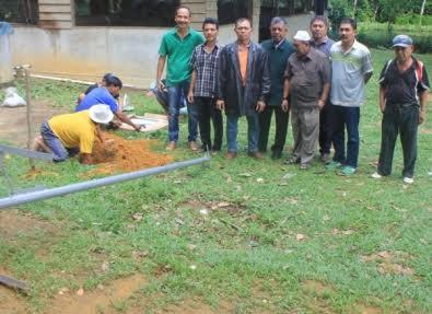 Tim Fisika UR Pasang Panel Surya Photovoltaik untuk Petani Ikan Patin