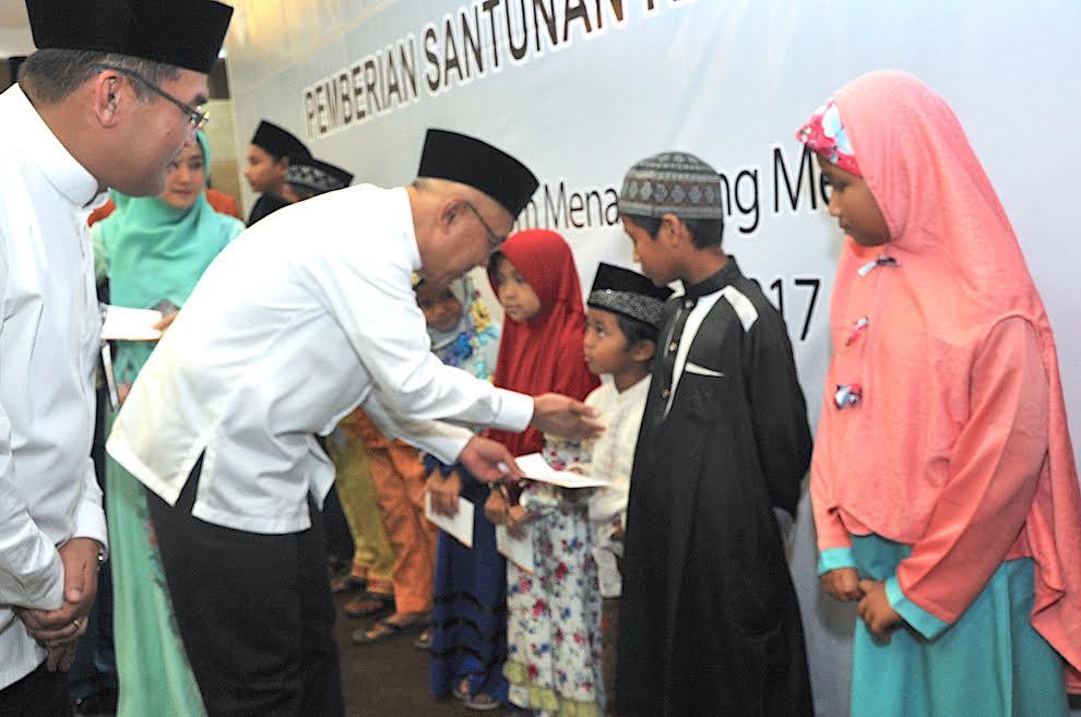 Gubri Hadiri Buka Bersama Bank Riau Kepri dan Beri Santunan kepada 1064 Anak Yatim