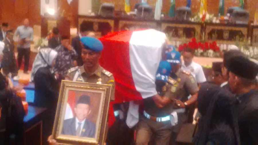 Tiba di Gedung DPRD Riau, Jenazah Rosfian Langsung Diserahkan ke Pihak Keluarga