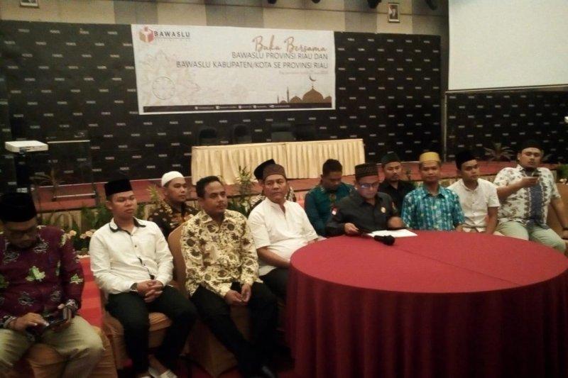 Bawaslu Riau minta pengawas TPS tujuh kabupaten/kota segera buat laporan