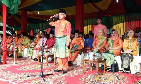 Gubri  Pimpin Upacara HUT ke-60 Riau,