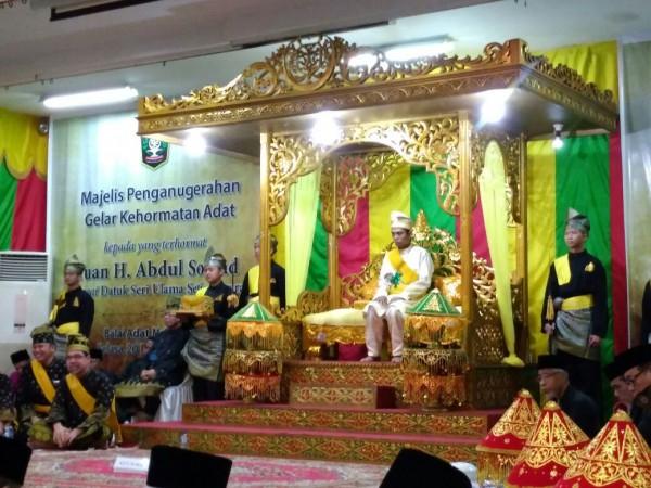 Datuk Seri Ulama Setia Negara Melekat ke Abdul Somad Seumur Hidup