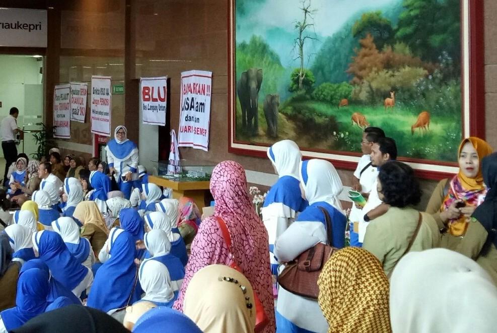 Nasib Tenaga Medis Arifin Ahmad Ditangan Gubri