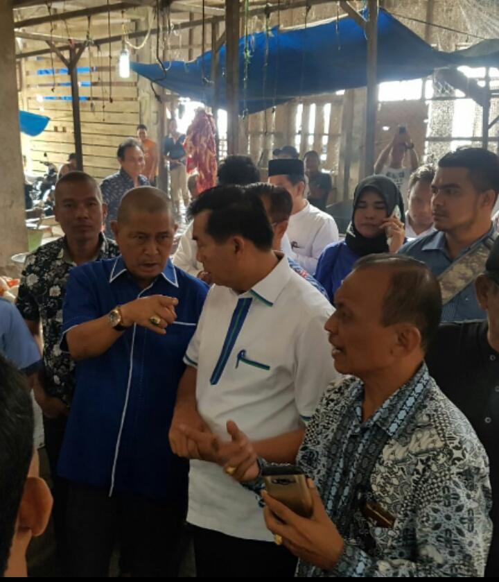 Didampingi SU dan Tim FK Laskar Pelangi, Firdaus Kunjungi Pedagang Pasar Terapung Tembilahan