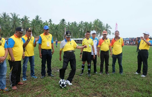 Bupati Inhil Buka Turnamen Sepakbola Bupati Cup di Sungai Batang