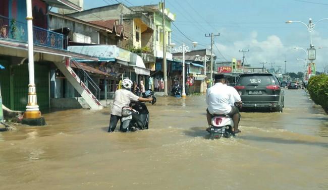 Sungai Batang Lubuh Pasirpangaraian Meluap, Akses di Simpang Supra Putus