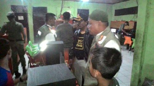 Satpol PP Pelalawan Bubarkan Pengunjung Belasan Warnet