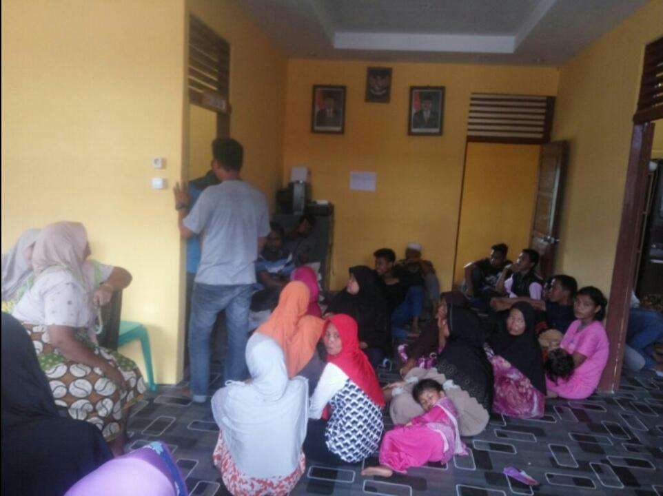 Disdukpencapil Rekam E - KTP Di Pasar Kembang, Bupati Inhil Apresiasi Upaya 'Jemput Bola' Pelayanan