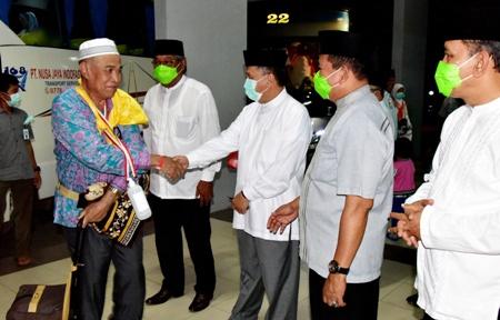 Wabup Inhil H. Rosman Malomo Sambut Kedatangan Jamaah Haji Inhil