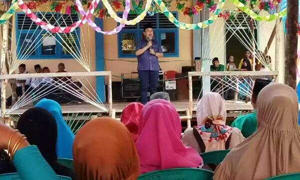 Berkunjung ke Tanjung Simpang, Ketua DPRD Inhil Hadiri Perpisahan Sekolah dan Tinjau Pembangunan
