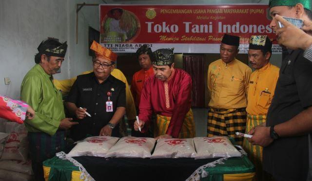 Bupati Siak Resmikan Toko Tani Indonesia