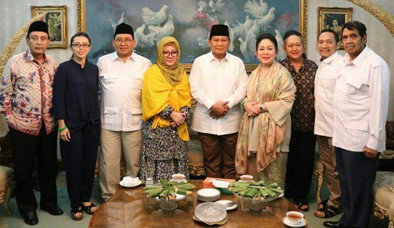 Prabowo-Titiek Digoda Pendukungnya