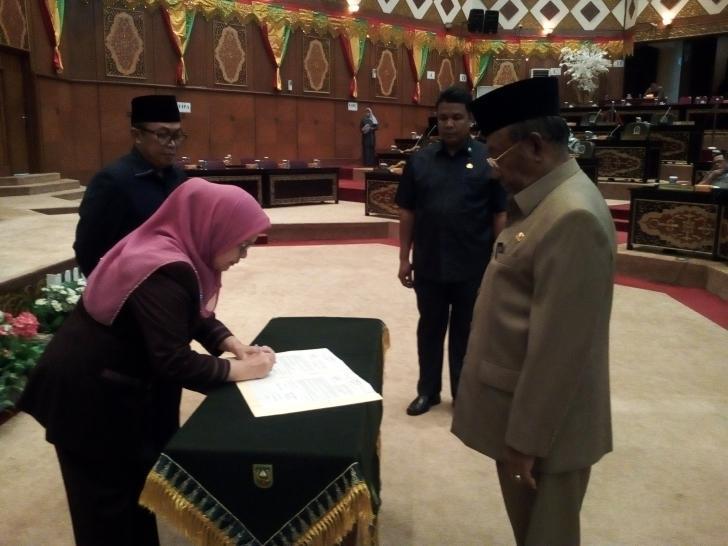 DPRD Riau Sahkan Raperda Rencana Pembangunan Industri Provinsi Riau Tahun 2017-2037