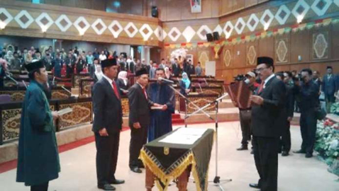 Rusli Ahmad dan Ev Tengger Sinaga Dilantik, Anggota DPRD Riau Lengkap