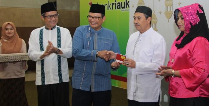 Gubernur Riau Gunakan Tabungan Sinar Wadiah Bank Riau-Kepri
