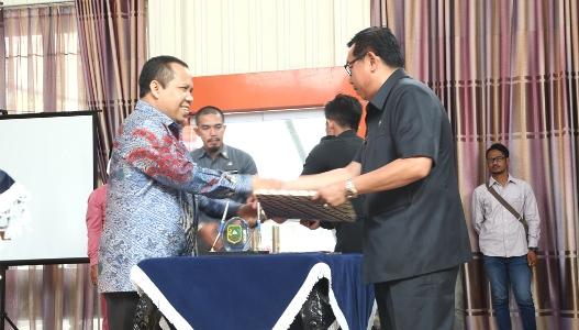 Bupati Meranti Pimpin Penyerahan DPA SKPD-PPKD 2017