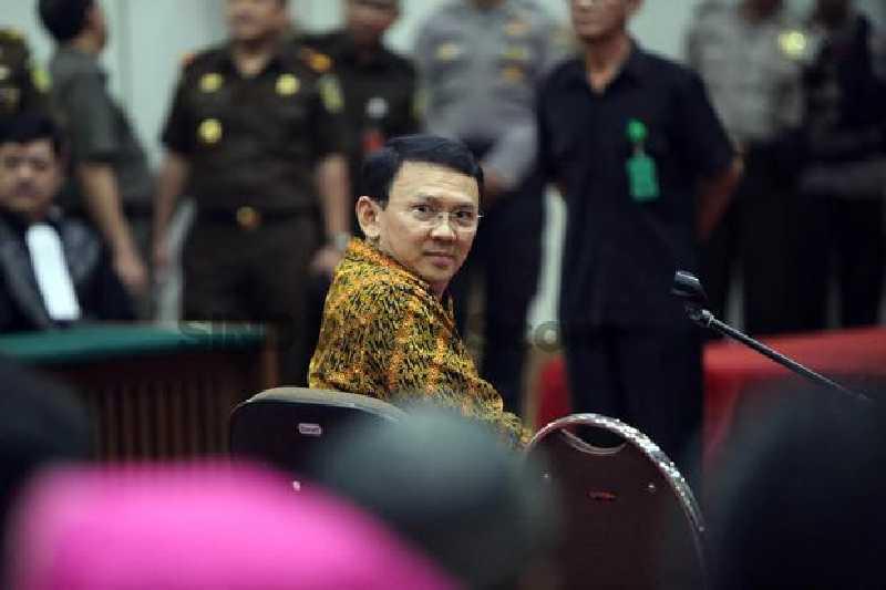 Terbukti Nistakan Agama, Gubernur Ahok Divonis 2 Tahun Penjara