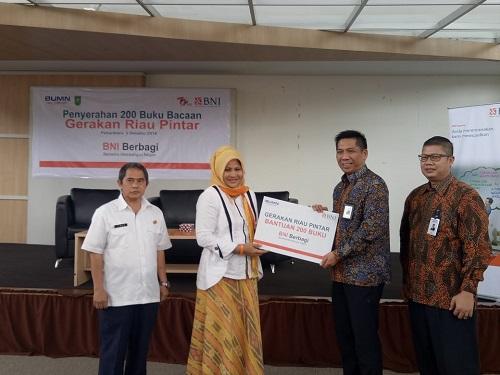 BNI Serahkan Ratusan Buku Untuk Perpustakaan Riau