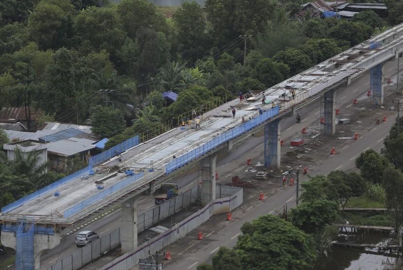Dua Pekerja LRT Tewas Terjatuh