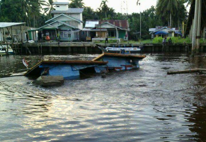 Kapal Warga Meranti Tenggelam di Inhil