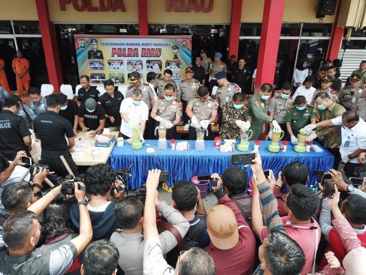 33 KG Sabu dan 81.213 butir Ekstasi di Riau Dimusnahkan