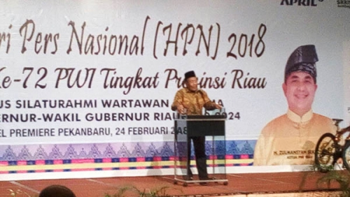 Plt Gubernur Riau (Gubri) H Wan Thamrin Hasyim saat memberi sambutan.