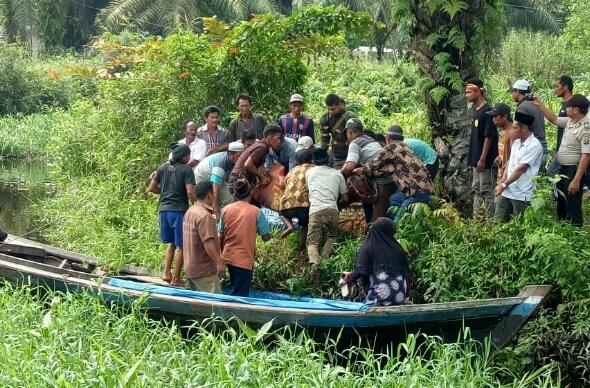 Ibu dan Anak Ditemukan Tewas di Kanal Desa Mumpa Inhil