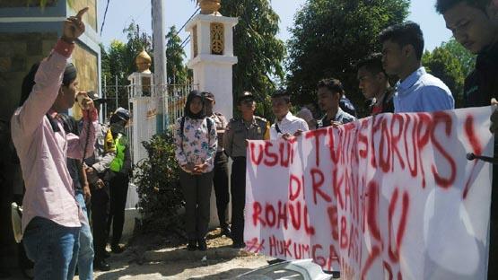 Mahasiswa Desak Jaksa Usut Dugaan Korupsi Penggunaan 5 Tahun APBD Rohul