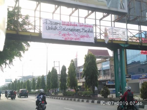 Spanduk Sindiran Walikota Pekanbaru Beredar di Jalanan Kota Pagi Ini