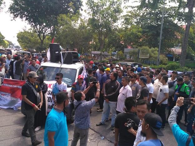 Tarif Penumpang Gocar Melonjak, Sopir Taksi Ketiban Rejeki