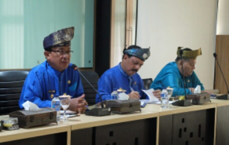 Dukung Bupati Wardan Selamatkan Petani Kelapa Inhil, Sekdakab Inhil 'Semprot' Dinas Terkait