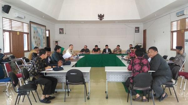Sejumlah Anggota Komisi I DPRD Riau Bertanya ke Bawaslu