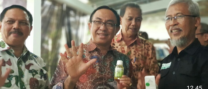 Temukan Solusi Harga Kelapa, Bupati Inhil Sambangi Kediaman Prof Wisnu Gardjito