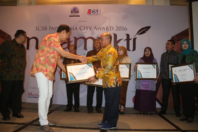 Bupati Pelalawan Terima Penghargaan ICSB Indonesia City Award 2016