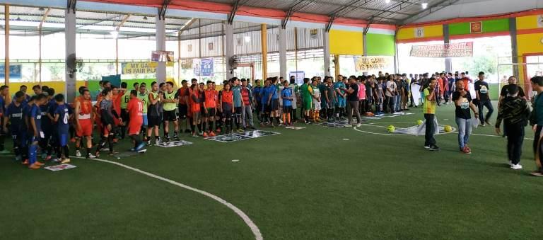 Driver Gojek dan GO Car Beserta Keluarga Ikuti Futsal dan Permainan khas Indonesia.